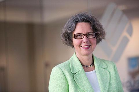 Professorin Carola Strassner (54 Jahre) lehrt und forscht seit vielen Jahren an der Fachhochschule Münster. Ihre Spezialgebiete sind Nachhaltige Ernährungssysteme und Ernährungsökologie