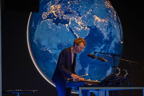 Großartige Musik des Stardust Sinfonie Ensembles im Einklang mit Bildern der Erde